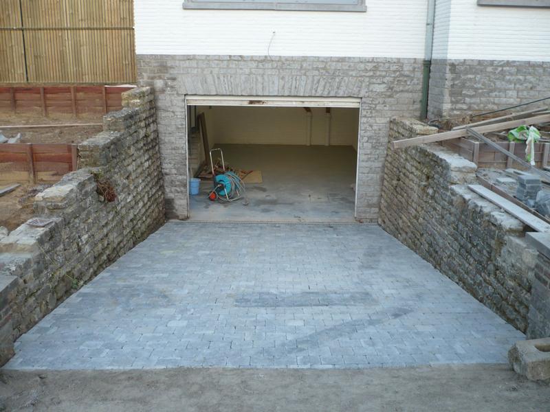 Agreba r alisations entr e de garage escalier et terasse en pierre bleue - Entree de garage en pave ...